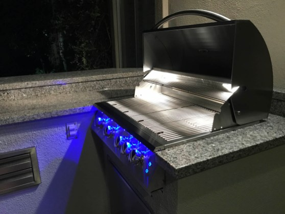 Close-up of Summerset Sizzler 32 Inch Built-in Grill - Hood Open