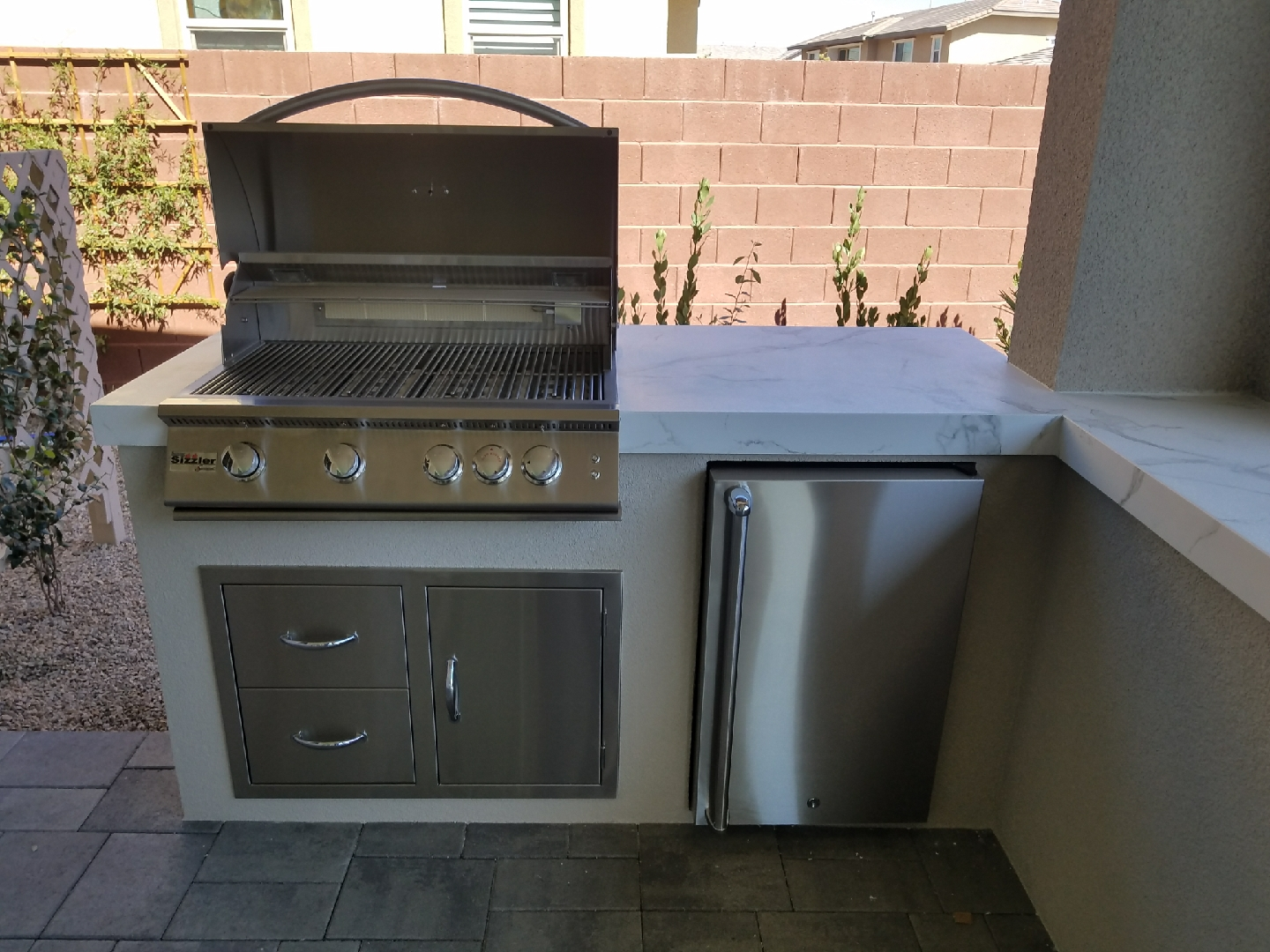 Summerset Sizzler 32 Inch Built In Barbecue Grill With Open Hood