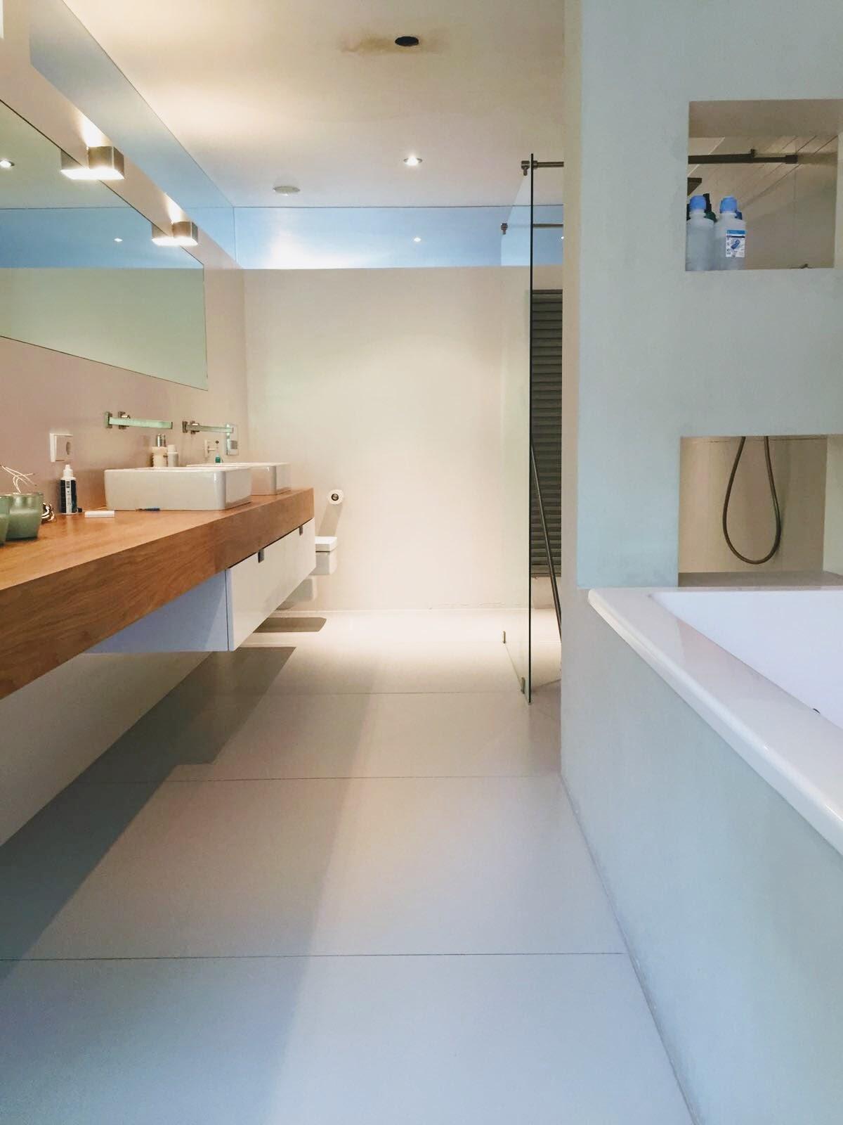 Dieptereiniging tegelvloer badkamer
