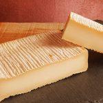 formagella dal colore della crosta bianco di capra dell'azienda ruche di freddi stefano