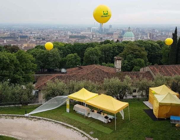 Vista dal castello di Brescia con manifestazione coldiretti