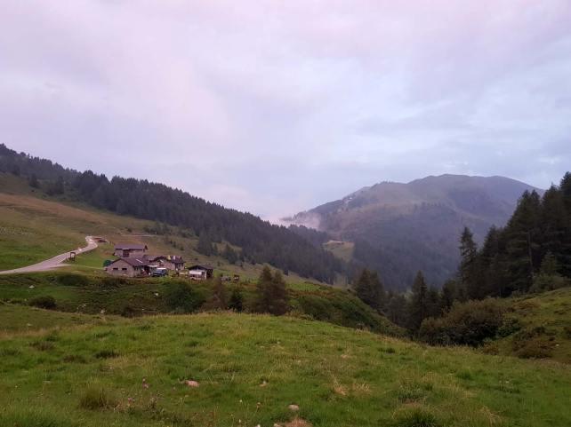 Malghe e case sul passo Maniva in direzione di Bagolino