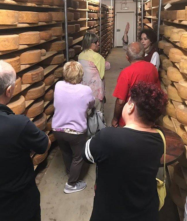 Visita guidata cantina di stagionatura di Zanini Silvio proprietario di Formaggi TreValli