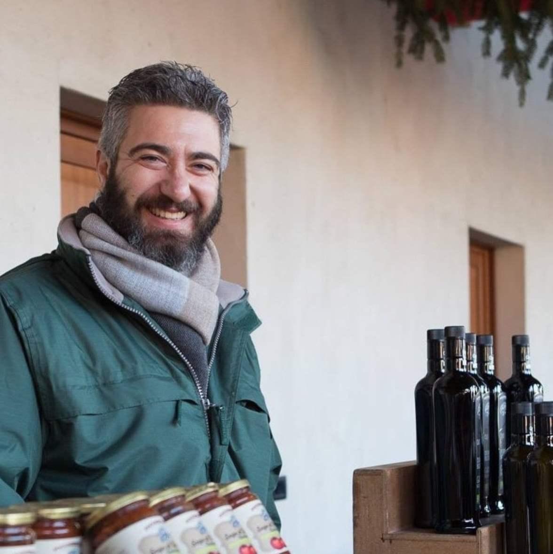Simon Albanese proprietario dell'azienda agricola biologica Poggioriotto sitauta a Puegnago del Garda