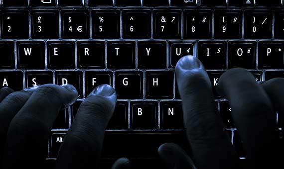 Los medios actuales, como las redes sociales, facilitan la expansión del malware. Crédito: Colin