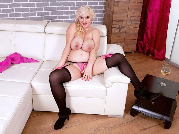 Lola Paradise big tits