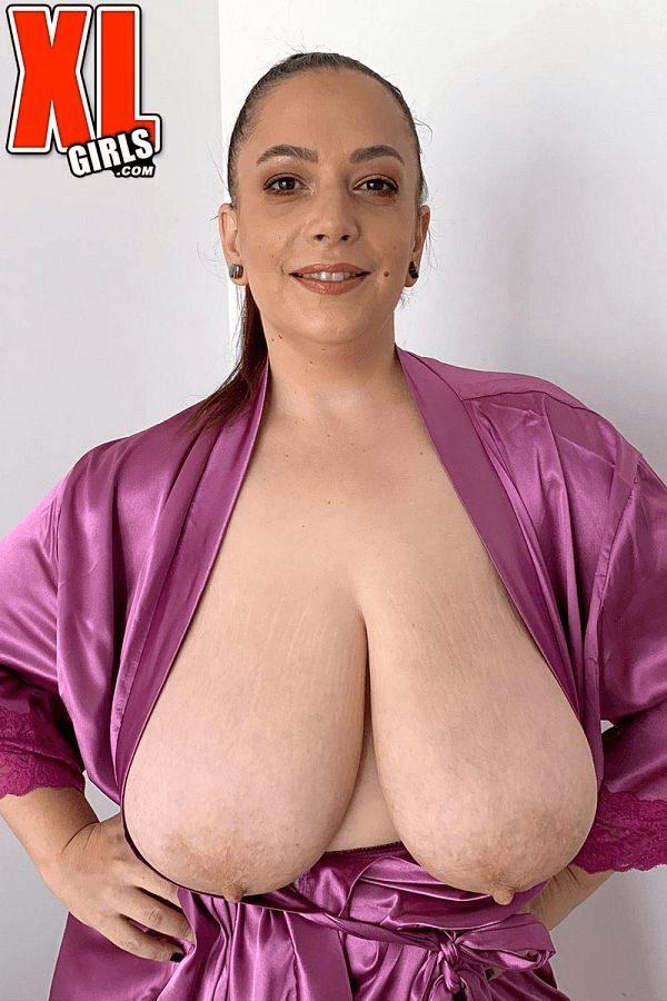 BBW Milf Mia Sweetheart natural boobs