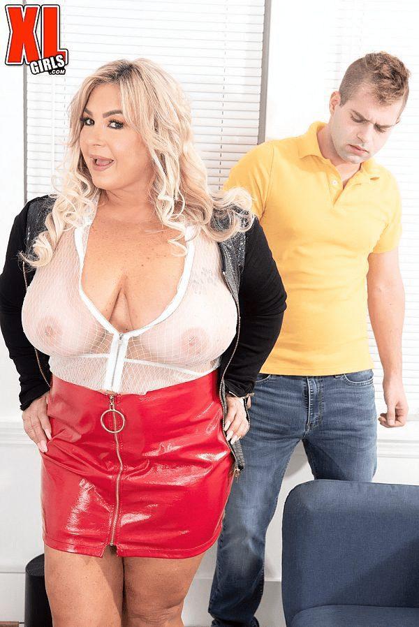 Blonde MILF BBW Amanda Remington porn images