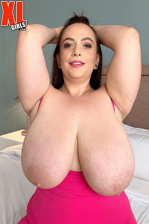 Mia Sweetheart BBW model giant real boobs