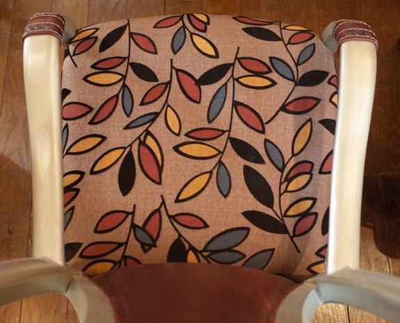 座面の幅45㎝、奥行50㎝。女性だとゆったり座面。