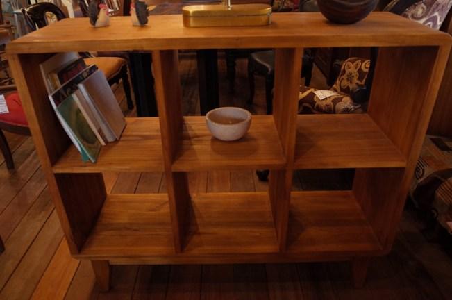 34㎝角の6マスの仕切り。本棚、飾り棚に。