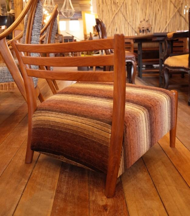 背が60㎝で低い安楽椅子。昔作った限定品。