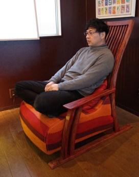 男の人でおあぐらがかける、座面幅67㎝のゆったり座面。