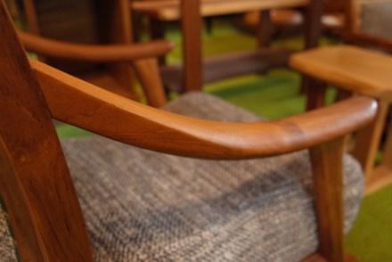 アームのカーブが人気の工芸シリーズ。