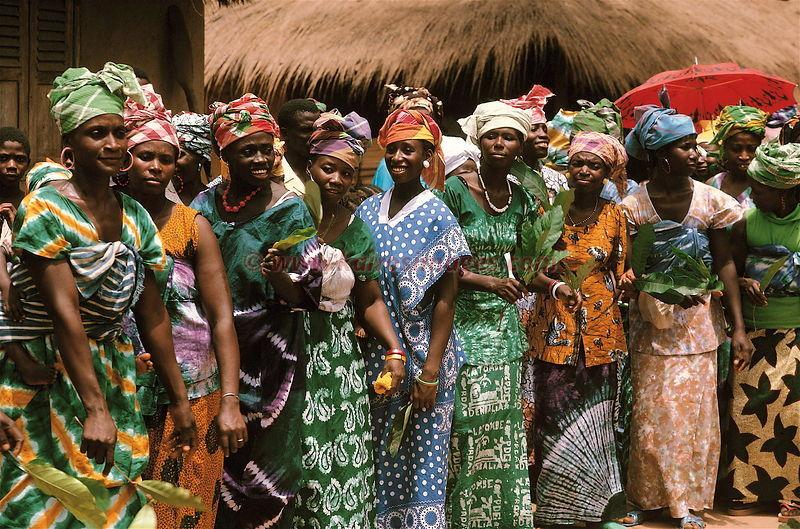 Guinea Conakry, dancing women