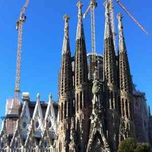 Sagrada Familia with towers and Park Guell - Guided Group tour