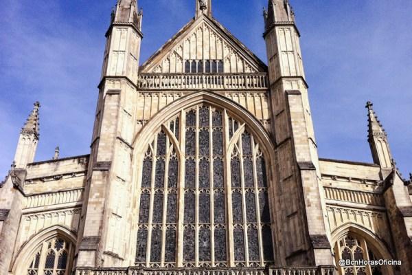 Fachada principal de la catedral de Winchester