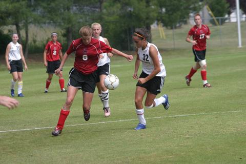 Mason's Karen Hamill takes the ball into the Radford zone during Friday's semi-final loss. (Photo: News-Press)