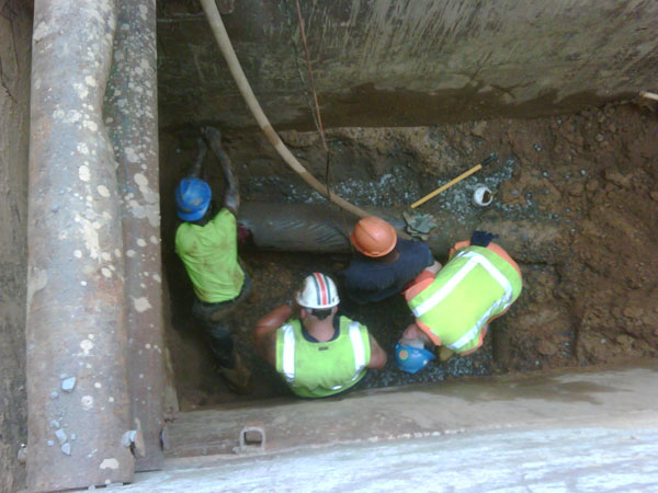 City-crew-fixes-water-main-break-6_22_10