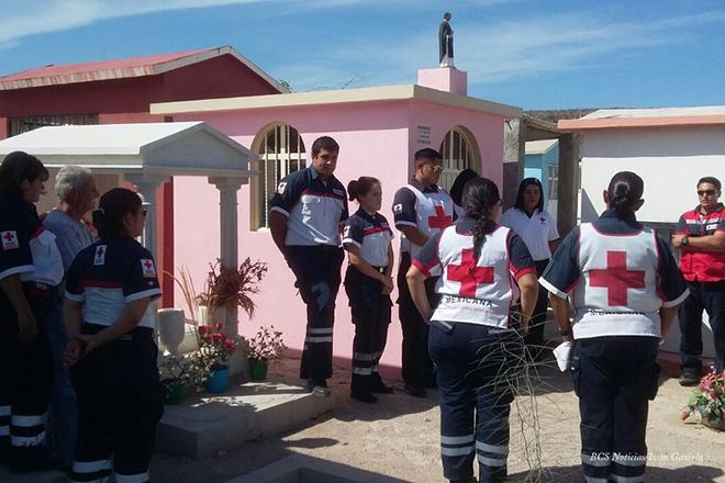 Cruz Roja panteon tumba homenaje 5