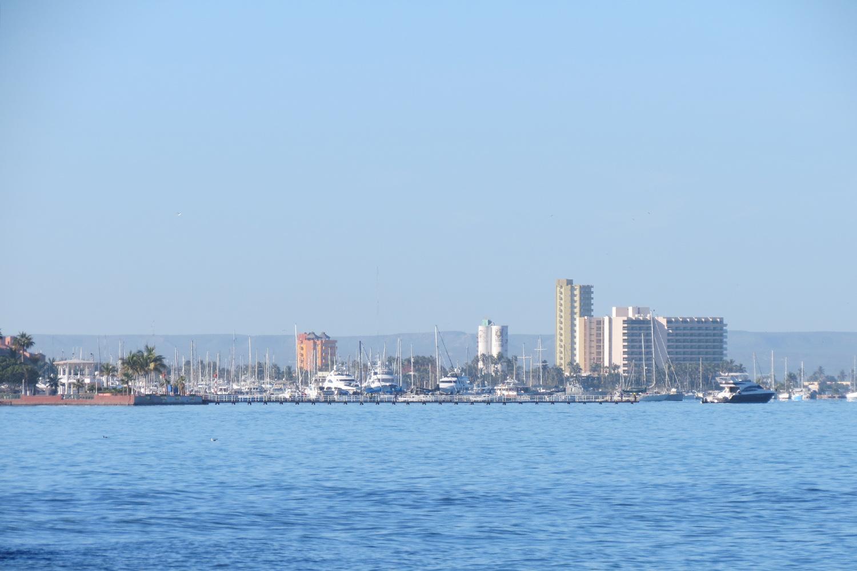 Atracó en La Paz crucero que venía de Hawaii; solo viene con tripulantes, no pasajeros: API