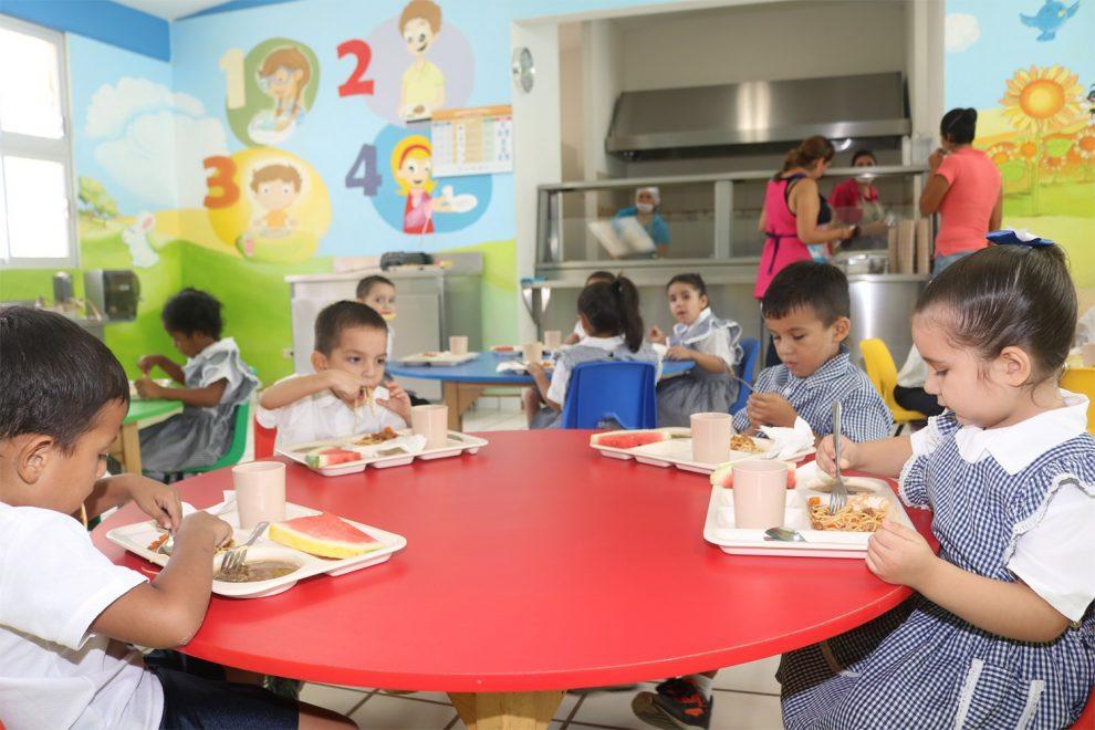 M xico otorgan uniformes y equipos a 17 comedores for Comedores escolares en colombia