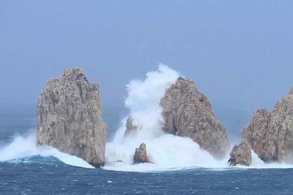 En riesgo de derrumbarse Arco de Cabo San Lucas, por la