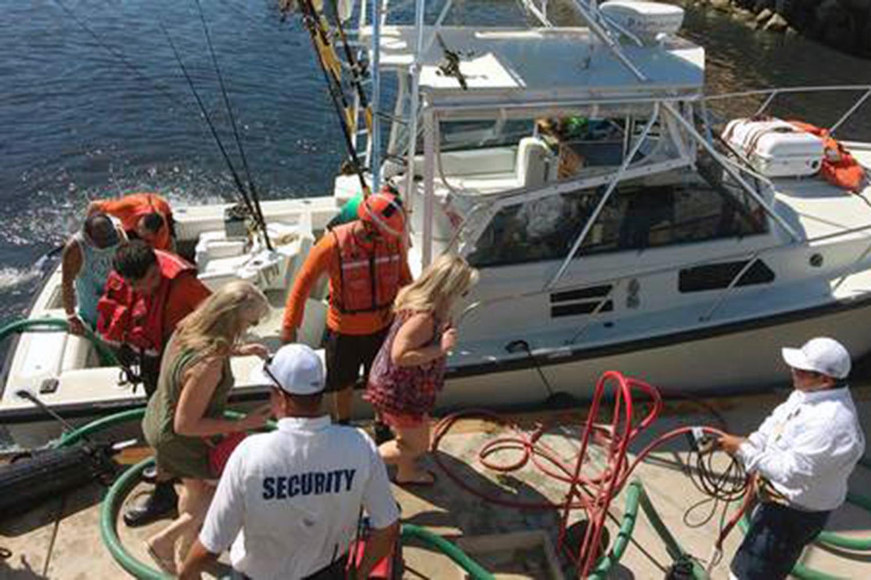 Por poco se hunde un yate con turistas en Cabo San Lucas, este viernes - BCS Noticias
