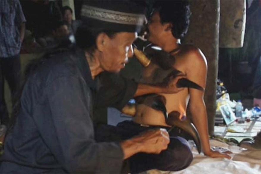 ইন্দোনেশিয়ায় আছে 'যৌনতার পাহাড়'!