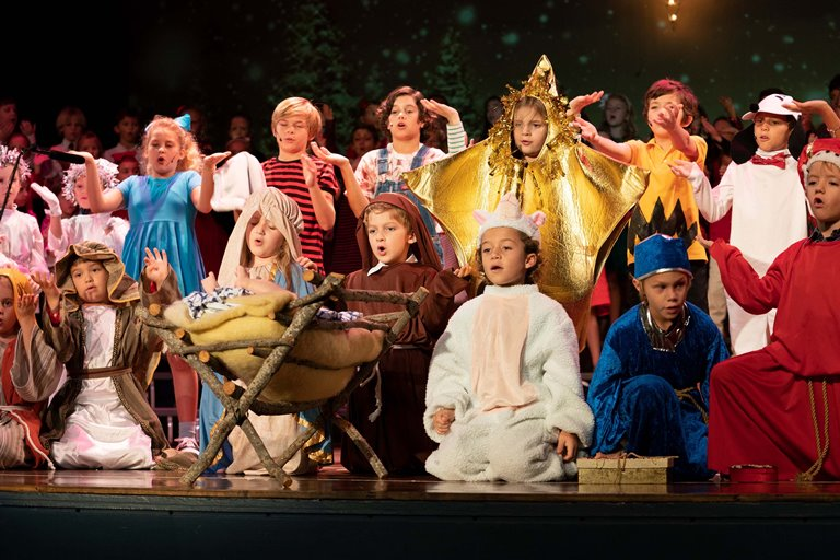 Magic Of Christmas Shines Bright In Rosarian Charlie Brown Christmas Musical