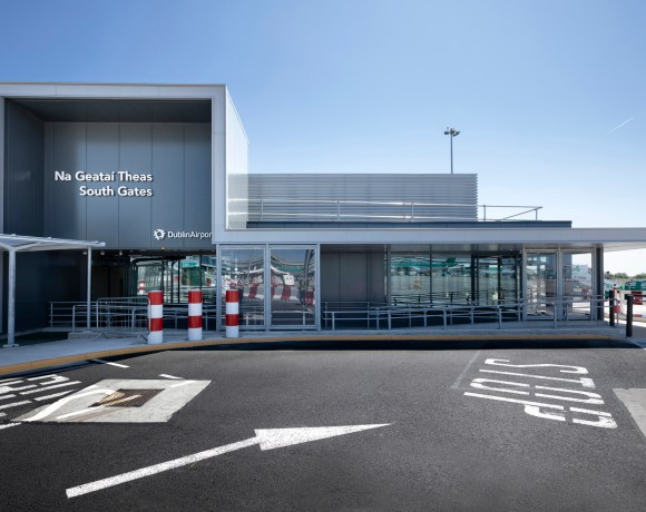 The McAvoy Group has handed over a new passenger facility at Dublin Airport which was built offsite and at over 19m wide, is believed to be the largest single span modular building delivered to date in the UK and Ireland.