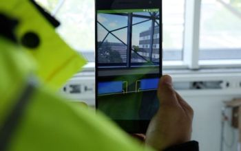 More than 40,000 construction workers worldwide can now see through walls with their smartphone. The new Dalux Field app can show a mix of reality and 3D construction models much like the HoloLens