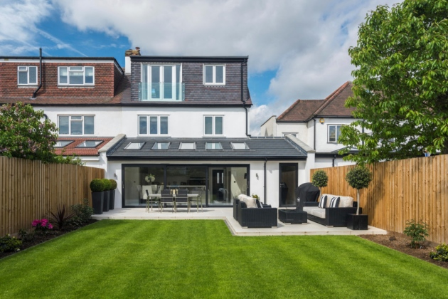 However, what you need to understand is that adding a single story extension is not an easy task, which is why it is advisable that you hire a professional builder.