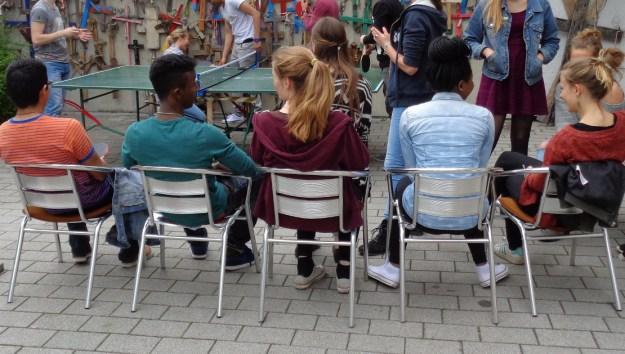 Jugendliche beim ersten The POiNT-Café.  ((c) Foto: BDKJ Bonn)