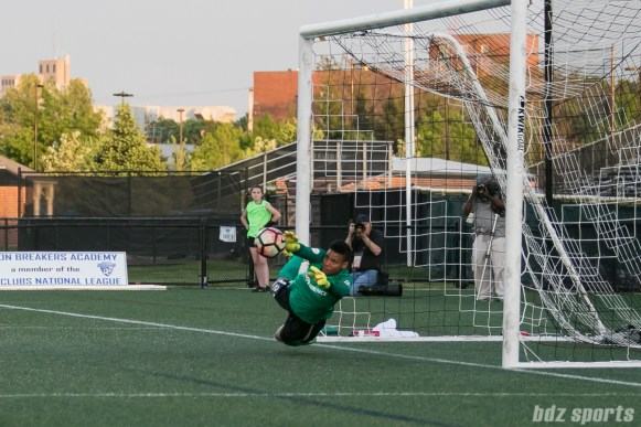 Portland Thorns FC goalkeeper Adrianna Franch (24) makes a diving save.