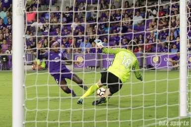 Orlando Pride forward Chioma Ubogagu (6) and FC Kansas City goalkeeper Nicole Barnhart (18) slide for a dangerous ball in front of FC Kansas City's goal.