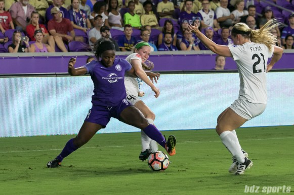 Orlando Pride forward Jamia Fields (4) looks to control the ball in the corner against two FC Kansas City defenders as time winds down.