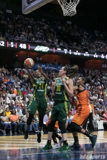 Seattle Storm guard Jewell Loyd (24) beats her defender to lay in the basket.