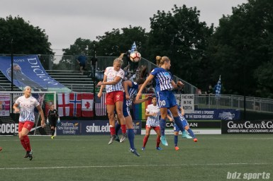Chicago Red Stars midfielder Alyssa Mautz (4) heads the ball out of the air.