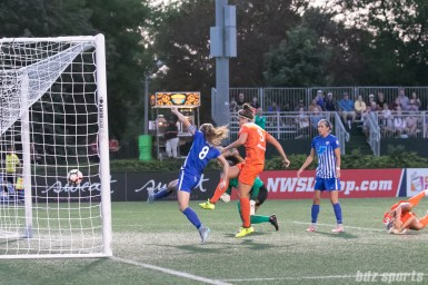 Houston Dash forward Sarah Hagen (9) pounces on a loose ball to score the first goal of the game