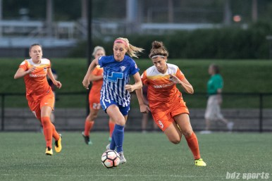 Boston Breakers defender Megan Oyster (4) possesses the ball for the Breakers as Houston Dash forward Sarah Hagen (9) gives chase