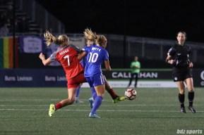 Portland Thorns FC midfielder Lindsey Horan (7) battles Boston Breakers midfielder Rosie White (10) for the ball