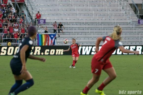 Portland Thorns FC defender Emily Sonnett (16) takes a free kick