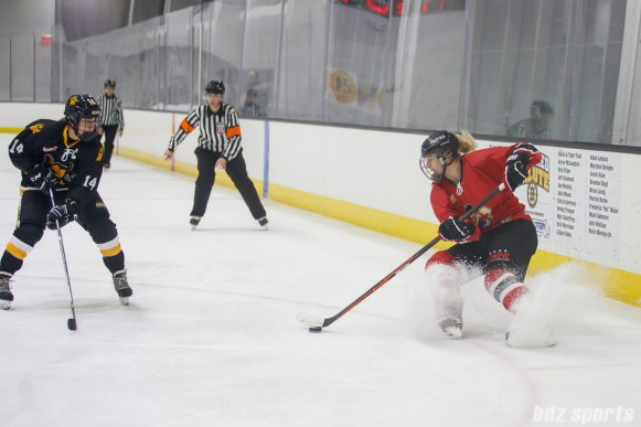 Metropolitan Riveters forward Tatiana Rafter (7)