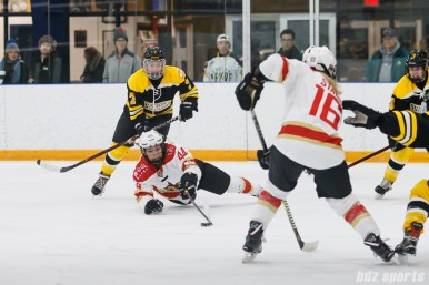 Kunlun Red Stars forward Zoe Hickel (44) lays out to control the puck