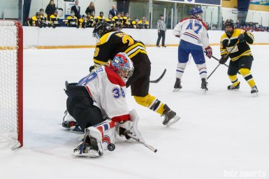 Montreal Les Canadiennes goalie Emerance Maschmeyer (38) comes up with a leg pad save