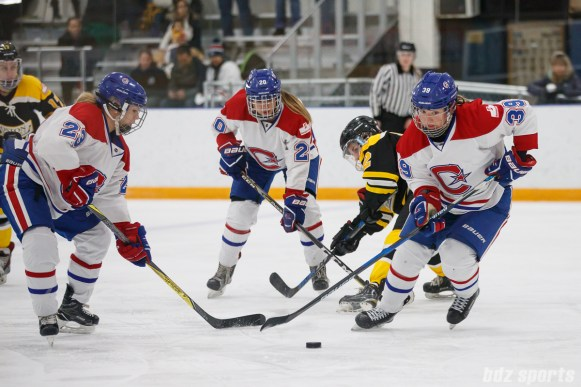 Montreal Les Canadiennes forward Marion Allemoz (39)