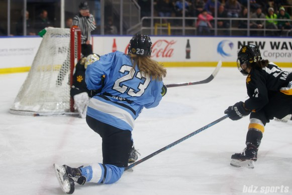 Buffalo Beauts forward Corinne Buie (23) shot on goal in the third period finds the back of the net, tying the game at 2-2