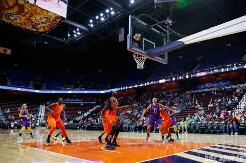 WNBA Connecticut Sun vs Los Angeles Sparks -May 7, 2018