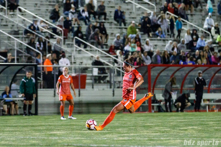 Houston Dash midfielder Kyah Simon (17)